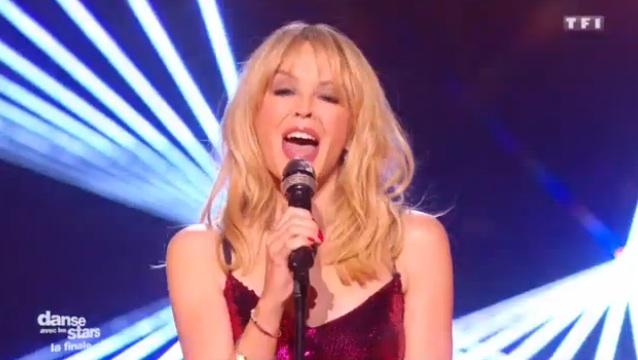 Danse avec les Stars 7 : Kylie Minogue enflamme la piste de la finale (VIDEO)