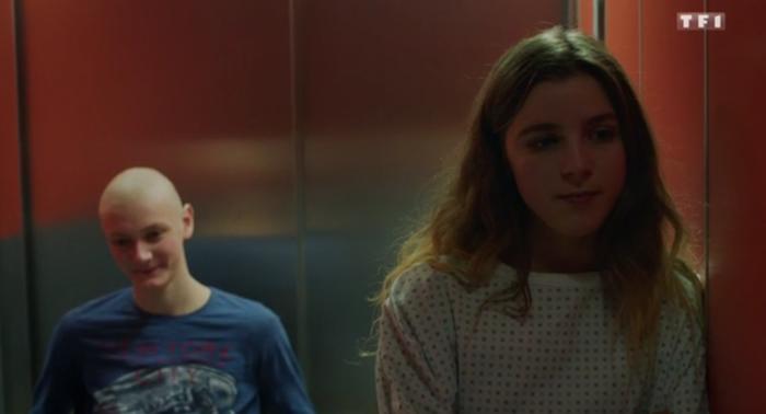 """Esther Valding dans """"Les Bracelets routes"""" (capture écran TF1)"""