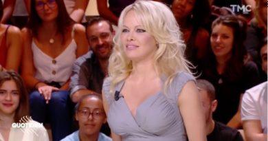 """Pamela Anderson topless sur Instagram, elle dénonce """"des mensonges"""""""