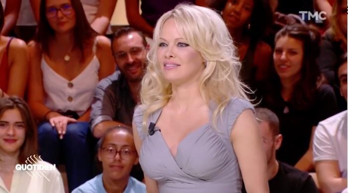Dans Quotidien, Pamela Anderson refuse de parler d'Adil Rami (VIDEO)