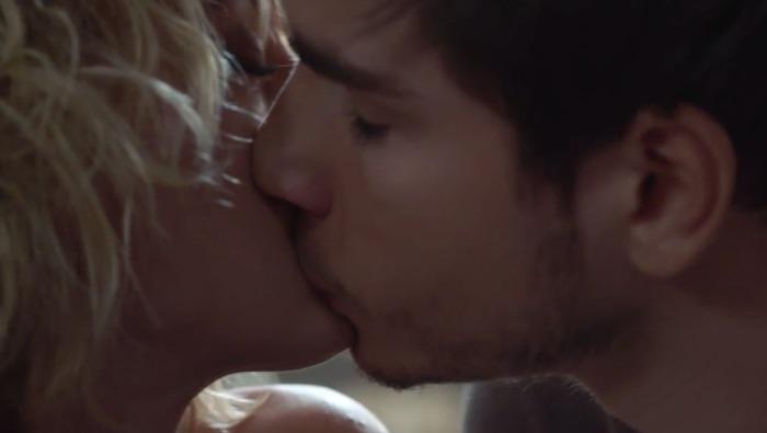 Plus belle la vie en avance : Théo embrasse Coralie ! (VIDEO PBLV épisode 3664)