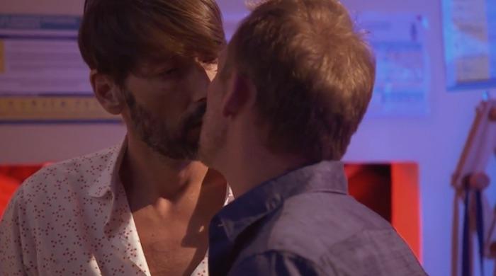 Plus belle la vie en avance : Thomas embrasse Eric ! (VIDEO PBLV épisode n°3701)
