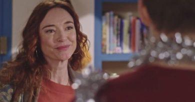 Plus belle la vie : ce soir, Delphine prépare un Noël surprise (résumé + vidéo de l'épisode 3956 PBLV du 23 décembre 2019)