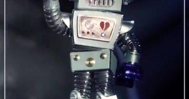 « Mask Singer » finale de la saison 2 : mais qui se cache derrière le robot ? (indices)