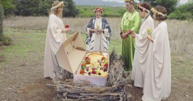 Plus belle la vie en avance : l'enterrement de Jocelyn (vidéo PBLV épisode n°4159)