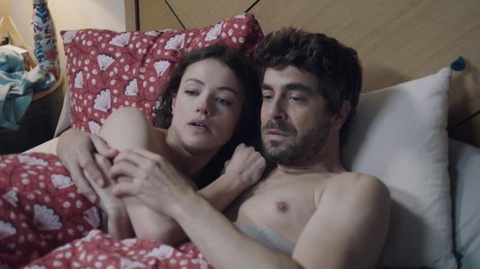 Ici tout commence spoiler : Enzo surprend Anaïs et Lisandro au lit ! (VIDEO)